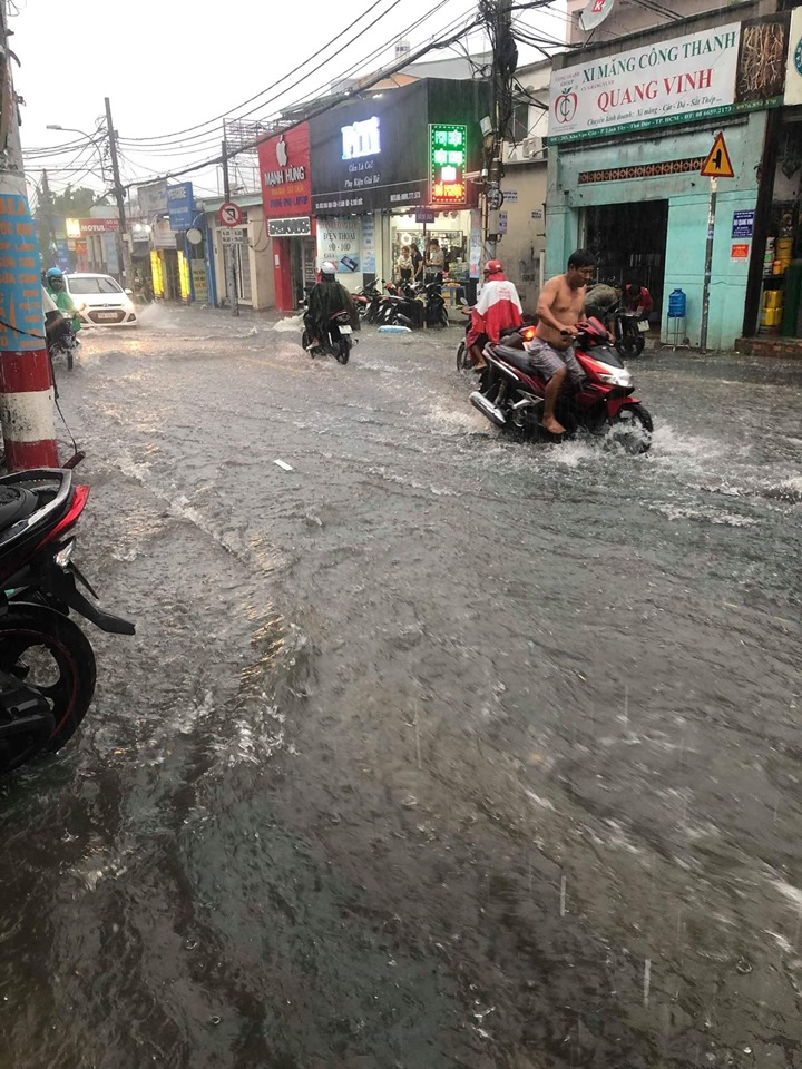 ngập lụt kéo dài do kẹt đường