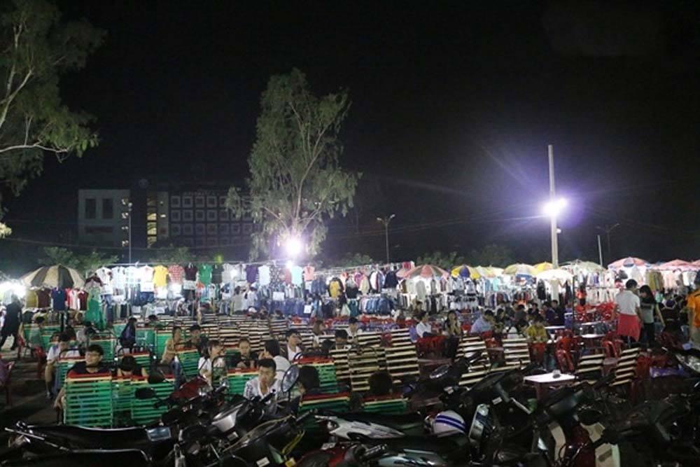 Chợ đêm làng đại học khu sạp quần áo đối diện IU